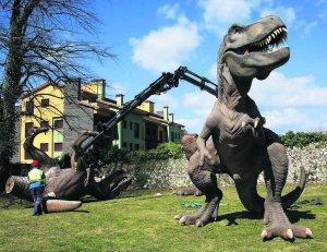 tiranosaurio rex en llanes